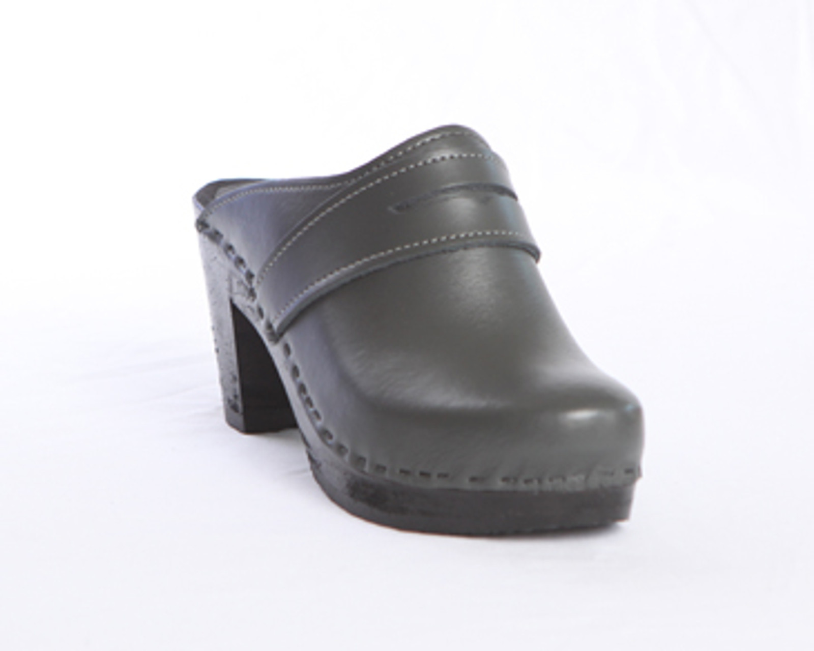 Dark Gray Smooth Leather with Black Base