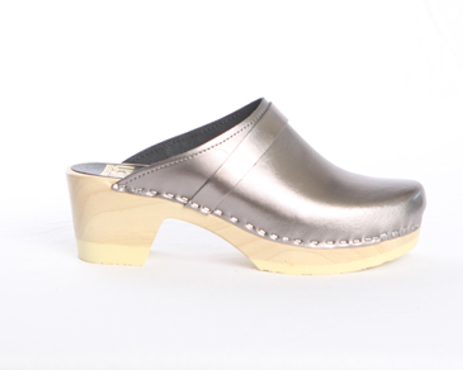 Pictured in Pewter Metallic Leather and Natural Base.