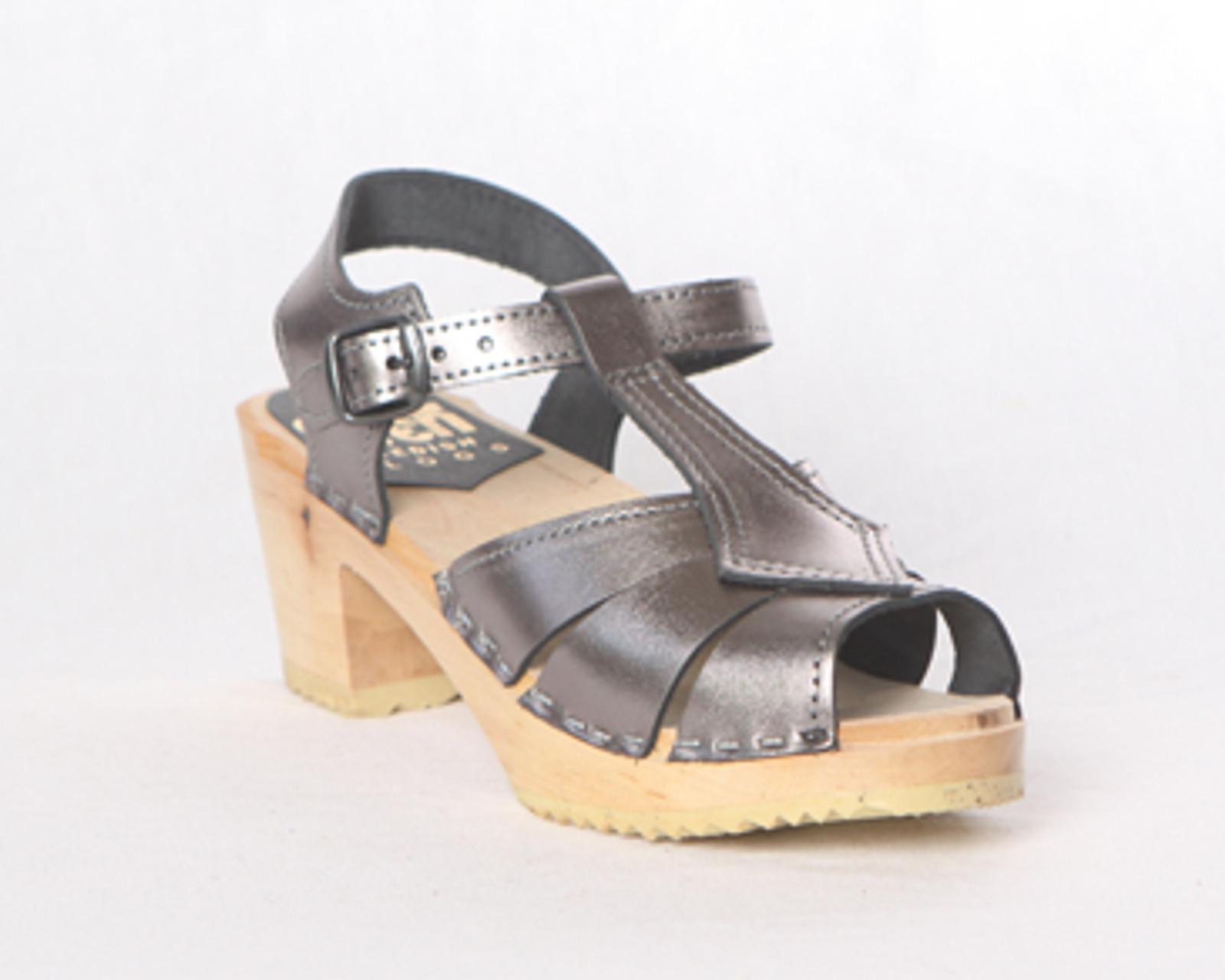 Diamond Strap Clogs  - Mid Heel