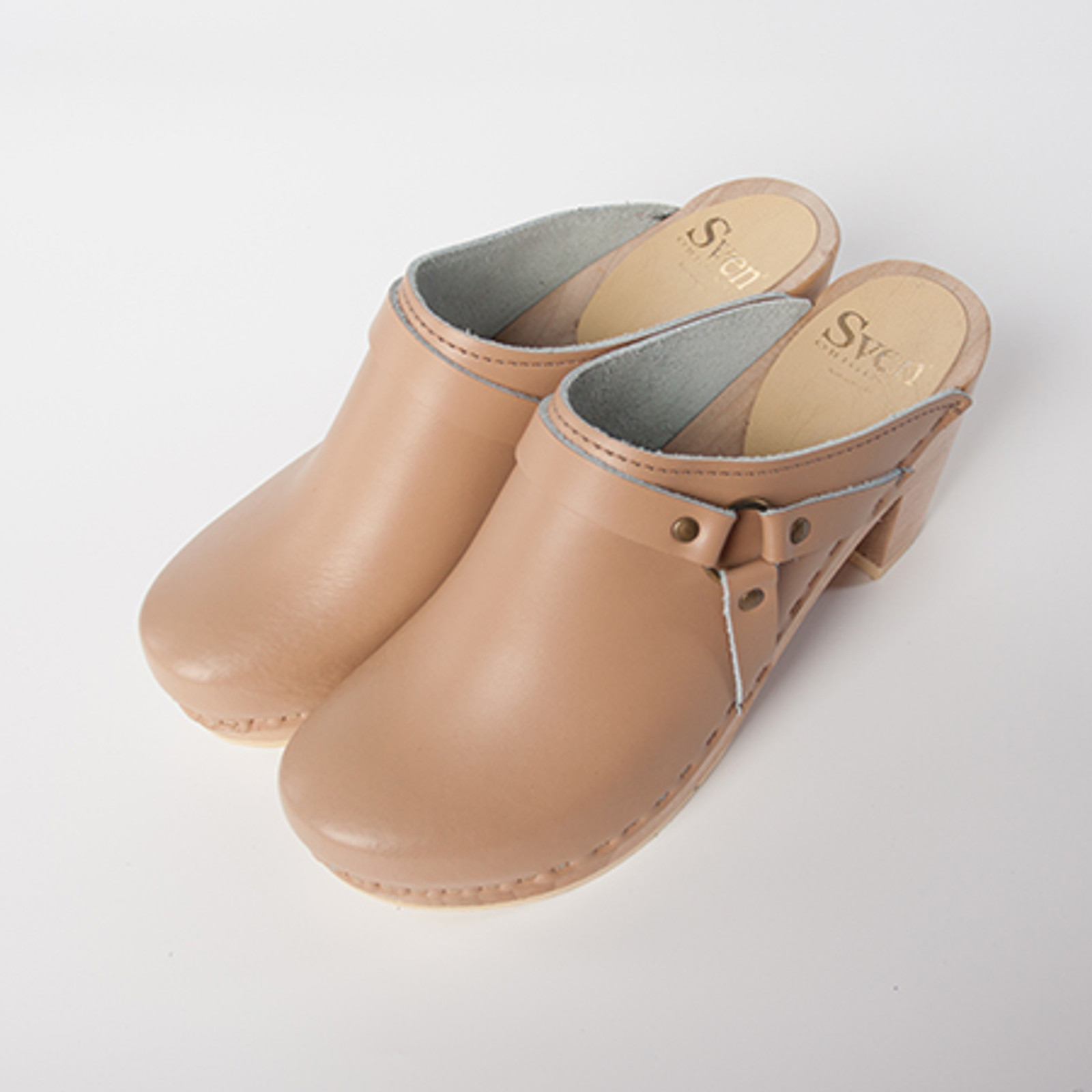Camel Smooth Leather with Natural Base.