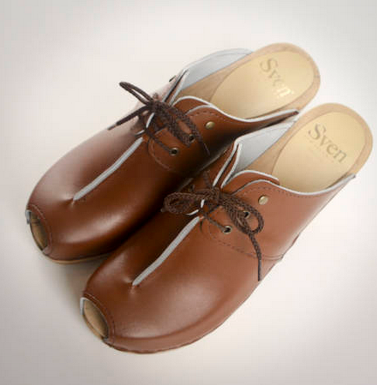 British Tan Smooth Leather with Brown Base.