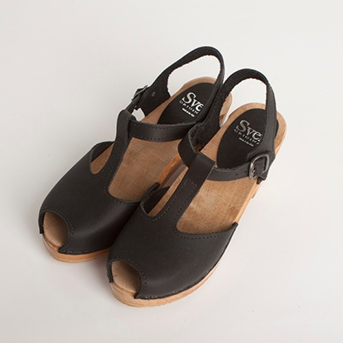 Peep Toes - T-Strap Clogs - Swedish