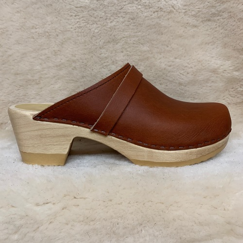 Whiskey Clogs with Strap - Mid Heel