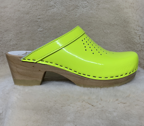 Neon Yellow - Spray Punch Clogs - Mid Heels