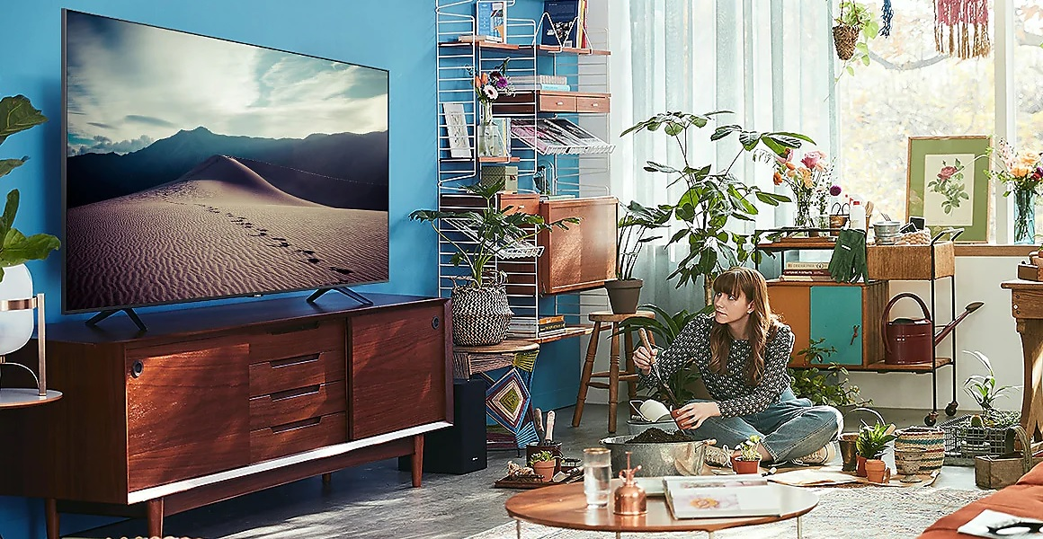 "Samsung UE43TU8000 43"" Smart LED TV Lounge Image"