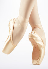 Pointes Hannah Bloch Rose #2. [Rose]