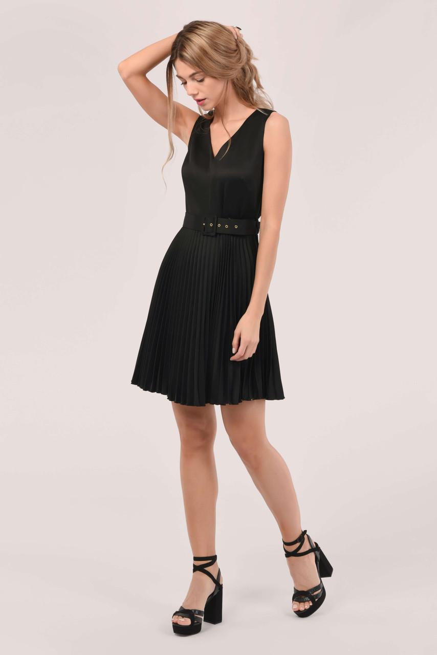 Black Sleeveless V-Neck Pleated Dress
