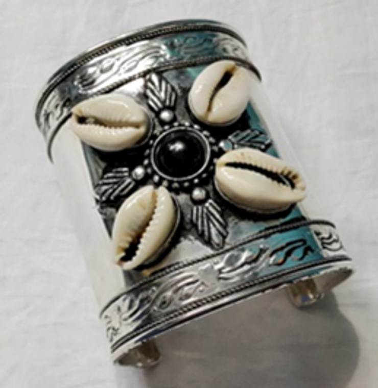 """3.5"""" Black & White Cowrie Shell Cuff Bracelet  Cowrie shells arranged in a petal like design.  Faux black center stone, and large silver cuff. 1.5'"""" gap."""