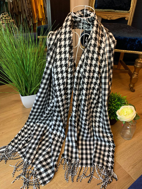 Breakfast At Tiffanys Black And White Houndstooth Scarf