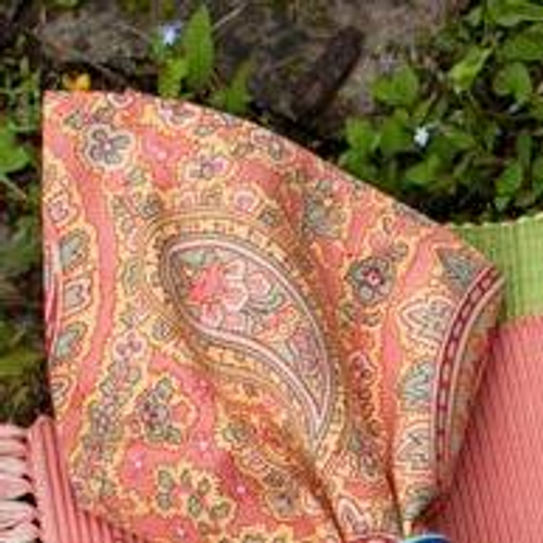 Patient Paisley Breakfast Cloth 54x54