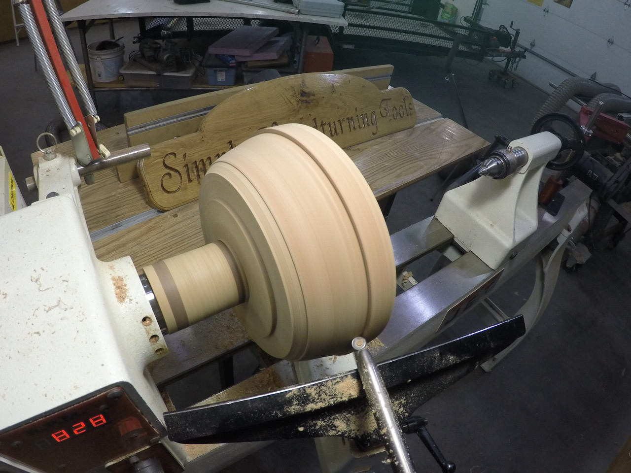 The Simple Shear Cutting Finisher gives the very best surface finish of any woodturning lathe tools. The reason is the shearing cut made by the round saucer shaped carbide cutter.