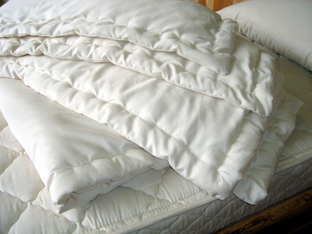 Queen-Size Wool Comforter