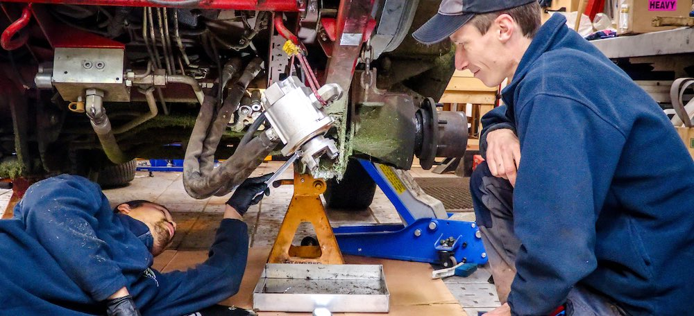 large-workshop-service-toro-groundsmaster-5910-dawn-mowers.jpg