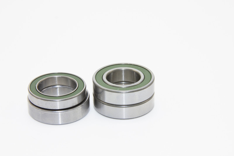Set of two replacement bearings located under the freehub body/cassette side.