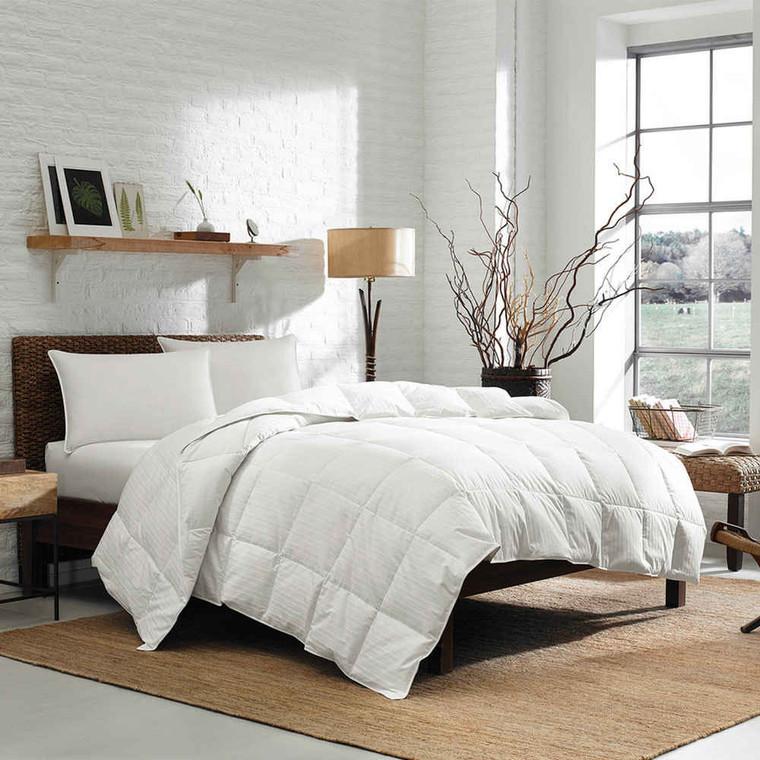Eddie Bauer 700 Fill Power White Goose Down Ultra Light Comforter