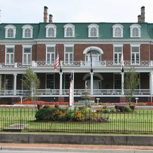 Martha Washington Inn & Spa Bedding