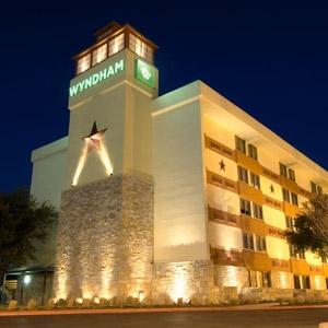 Wyndham Garden Hotel Bedding