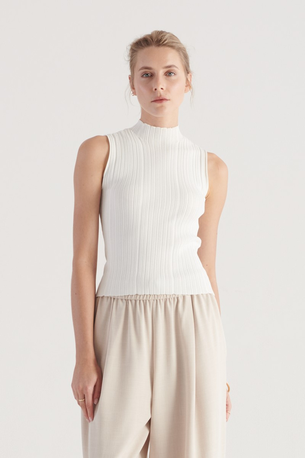 Elka Collective WOMENS White Pillar Knit Top 0