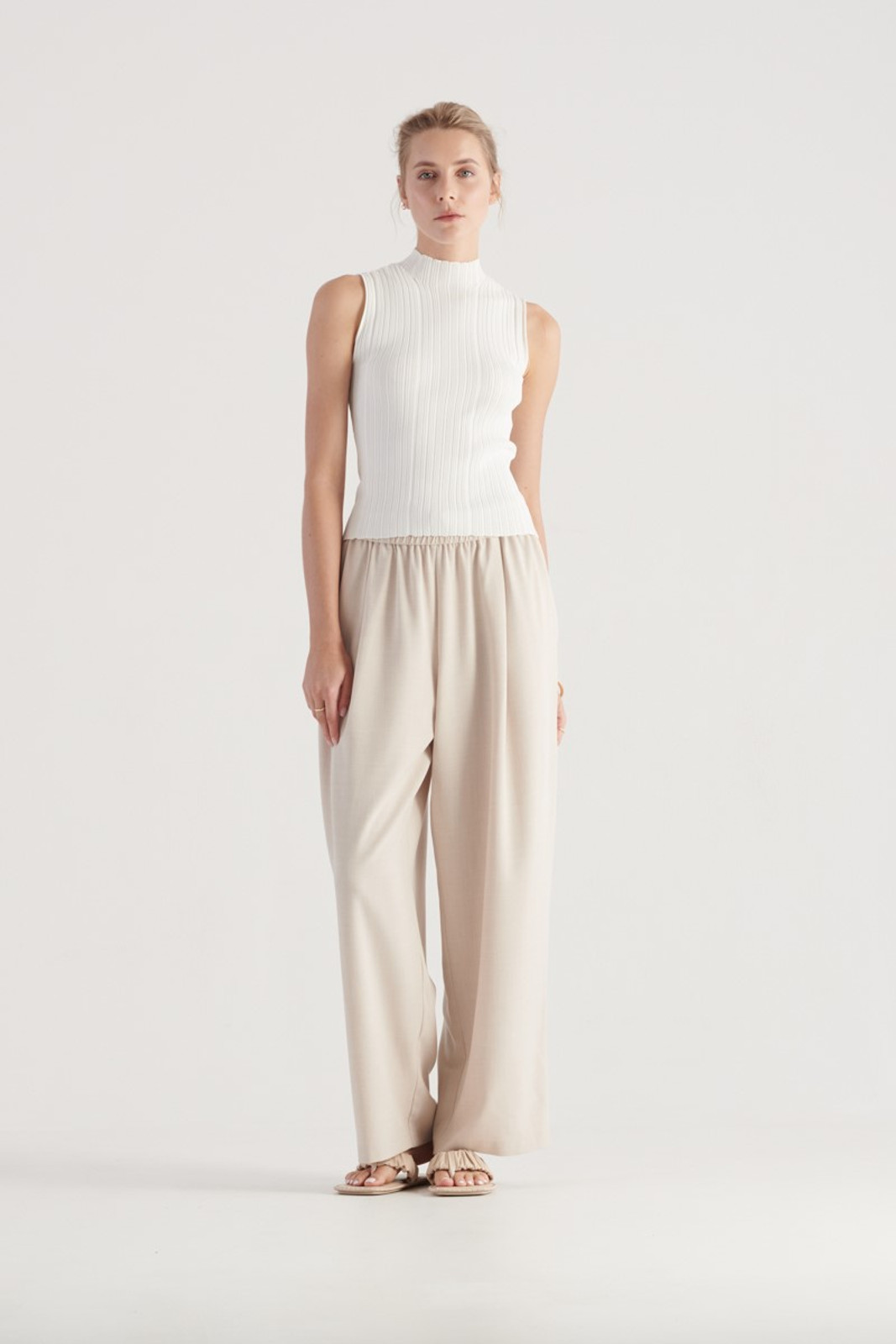 Elka Collective WOMENS White Pillar Knit Top 2