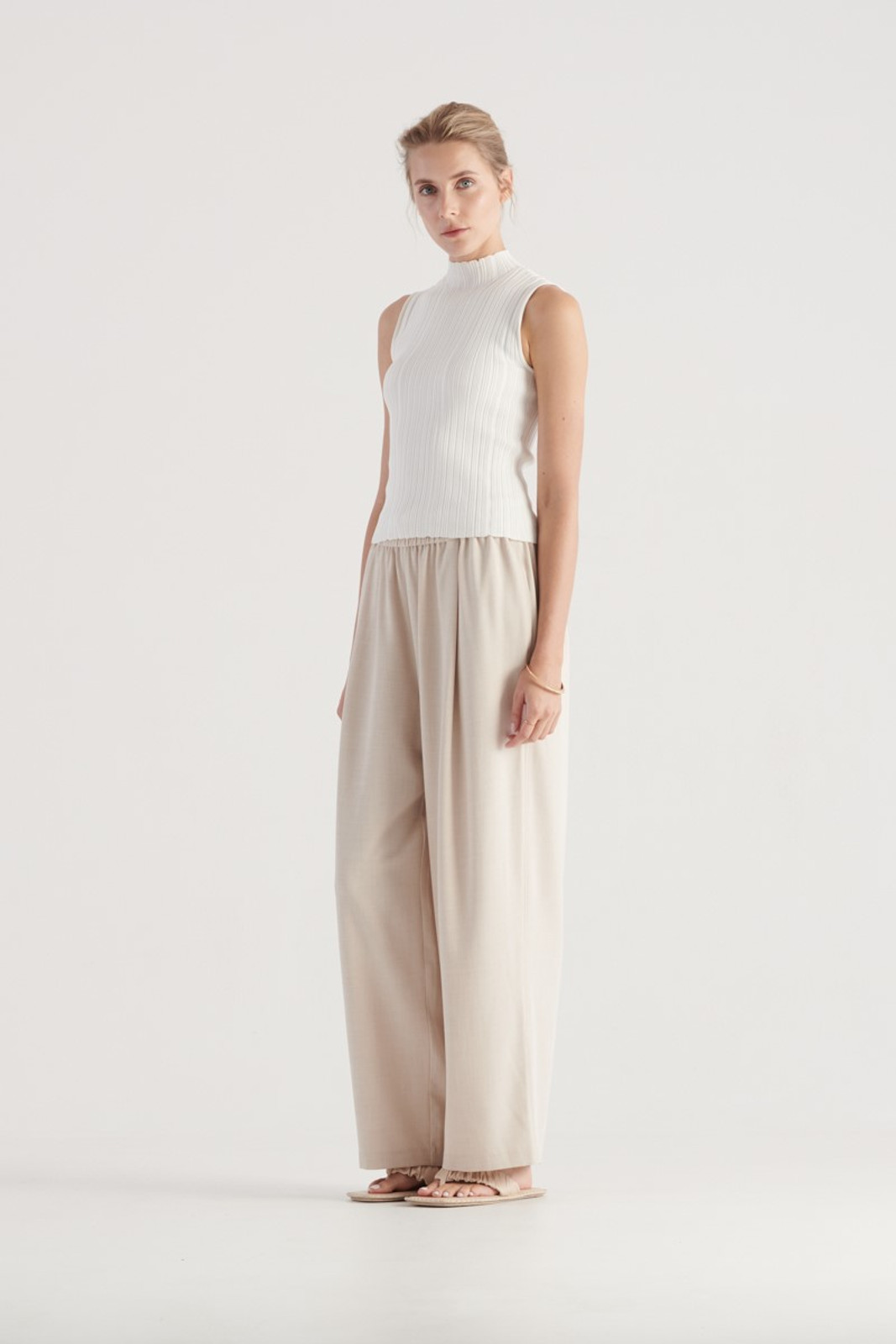 Elka Collective WOMENS White Pillar Knit Top 3