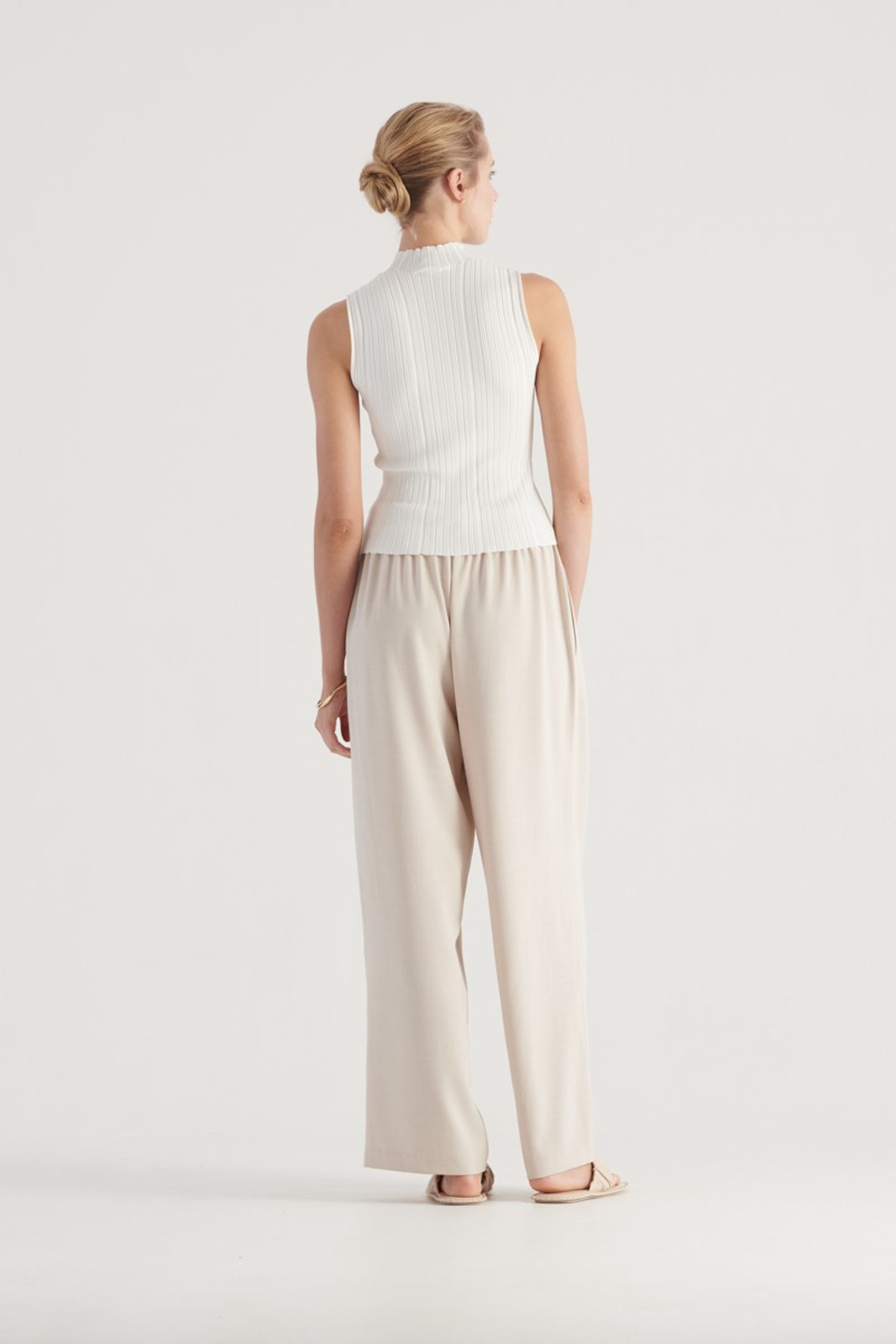 Elka Collective WOMENS White Pillar Knit Top 4