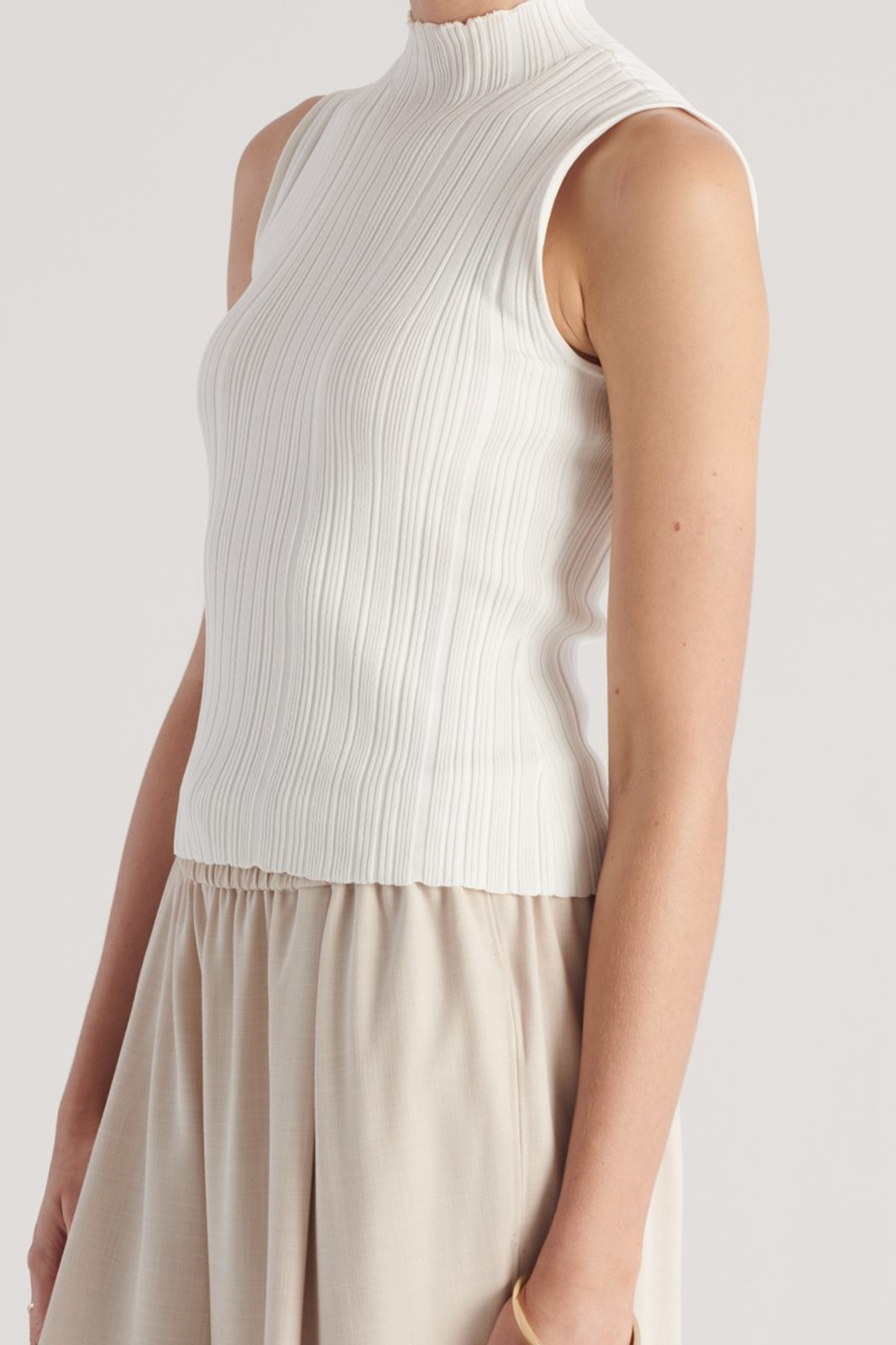 Elka Collective WOMENS White Pillar Knit Top 7