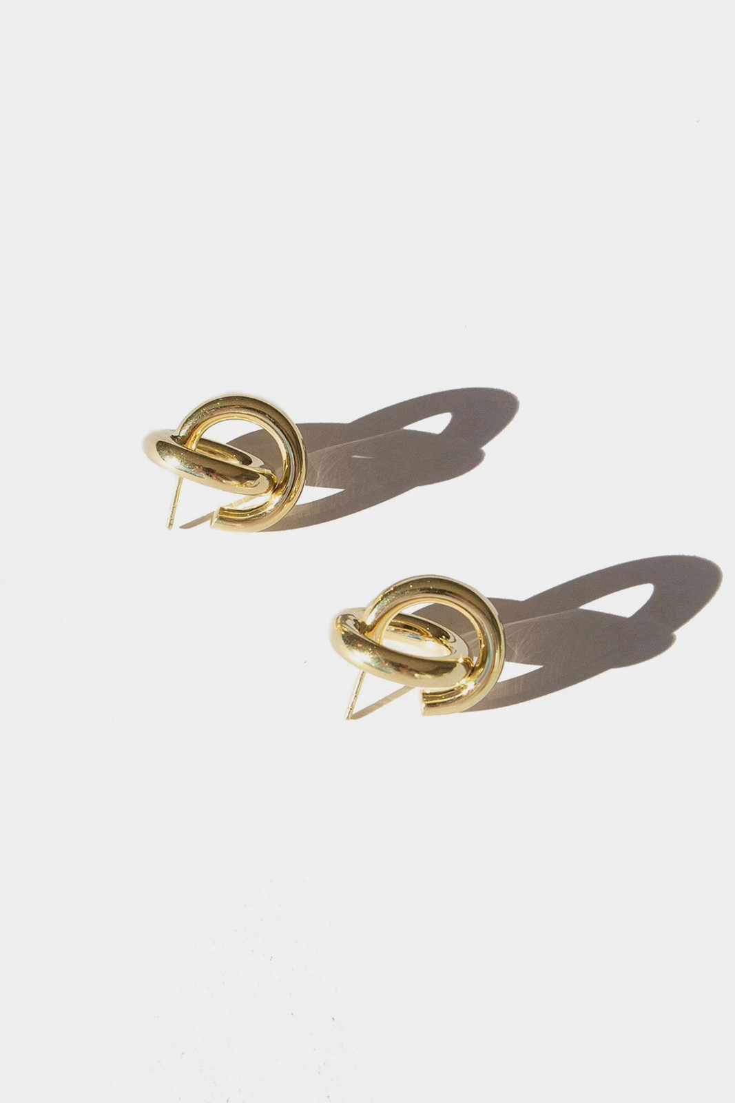 Elka Collective FLASH KNOT HOOPS Gold  0