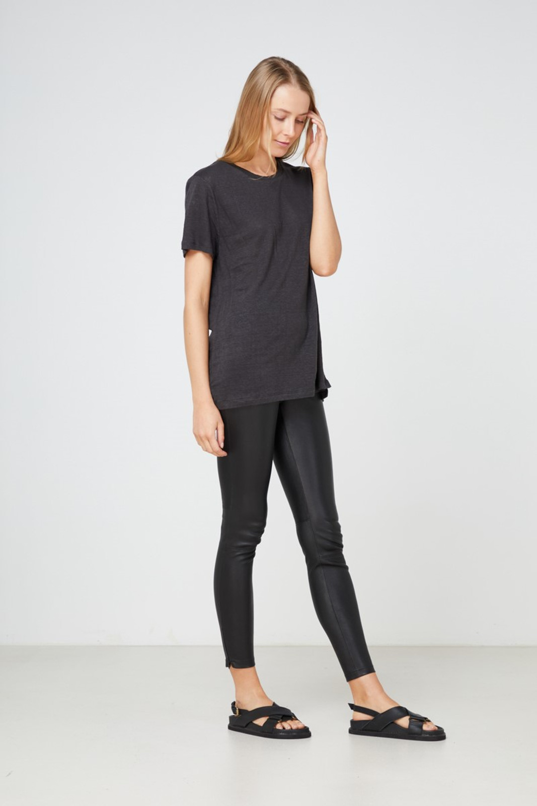 Elka Collective EC Linen Crew Neck Tee Black  3