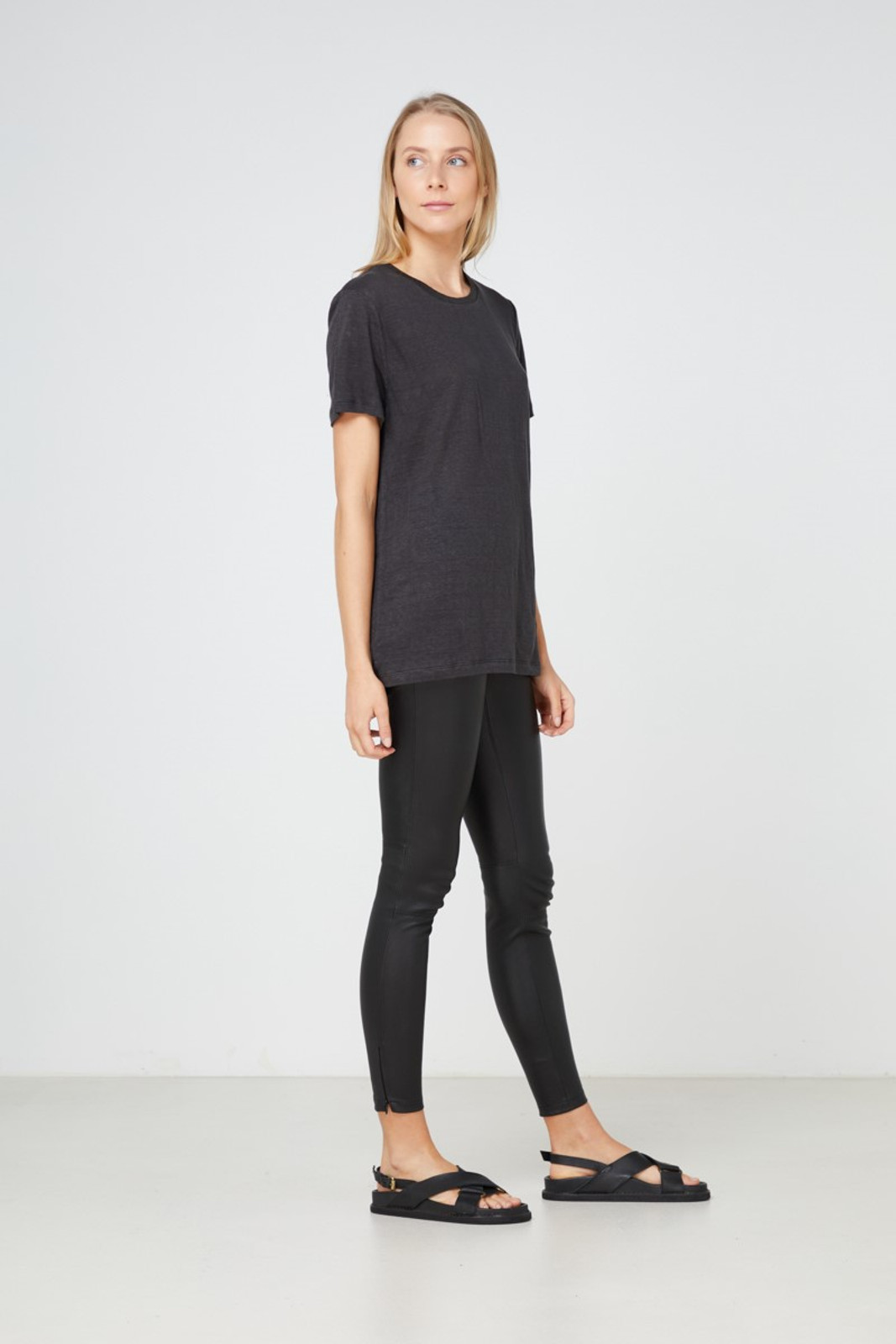Elka Collective EC Linen Crew Neck Tee Black  4