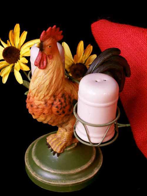 Rooster salt and pepper shaker set with a vintage look