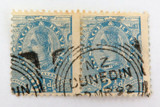 NEW ZEALAND 1891 PERF. PAIR QV 2 1/2d USED HINGED STAMPS. DUNEDIN CANCEL.