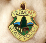 OBSOLETE USA VERMONT STATE POLICE ENAMELLED METAL PIN / BADGE. #4