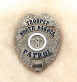 OBSOLETE VINTAGE USA NORTH DAKOTA TROOPER PAROL METAL PIN BADGE #38
