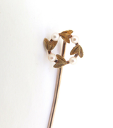 Vintage Tiny Wreath Seed Pearl & 14ct. Yellow Gold Stick Pin .69g