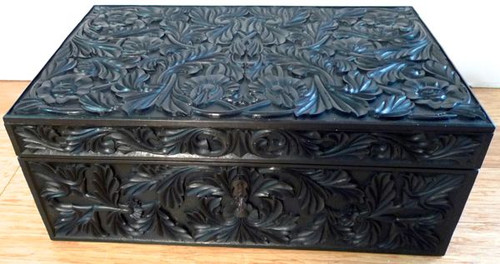 EARLY 19th C. CARVED EBONY BOX - SRI LANKA
