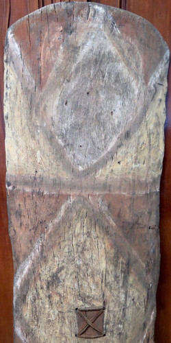 Huge Vintage 100% genuine PNG tribal wooden war shield, museum quality #4