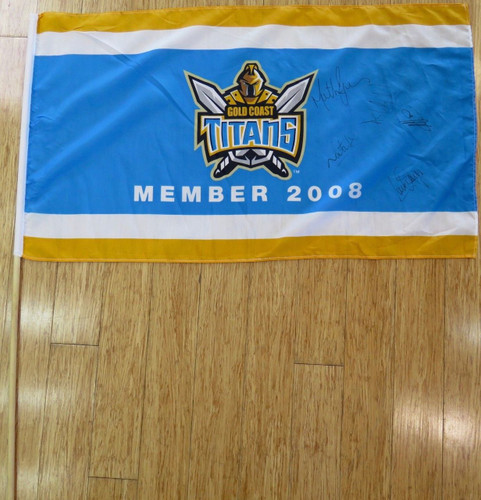 RARE 2008 GOLD COAST TITANS SIGNED SUPPORTERS LARGE FLAG. 5 SIGNATURES.