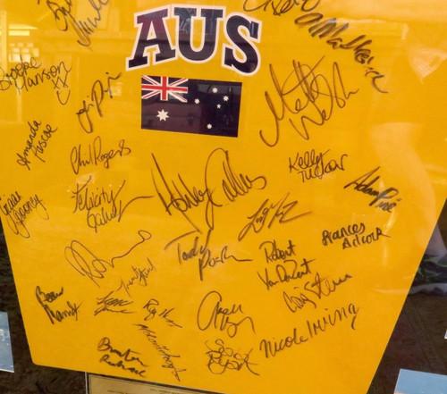 SUPERB / HUGE AUSTRALIAN SWIMMING DISPLAY. 2002 FINA WORLD SHORT COURSE MEET.