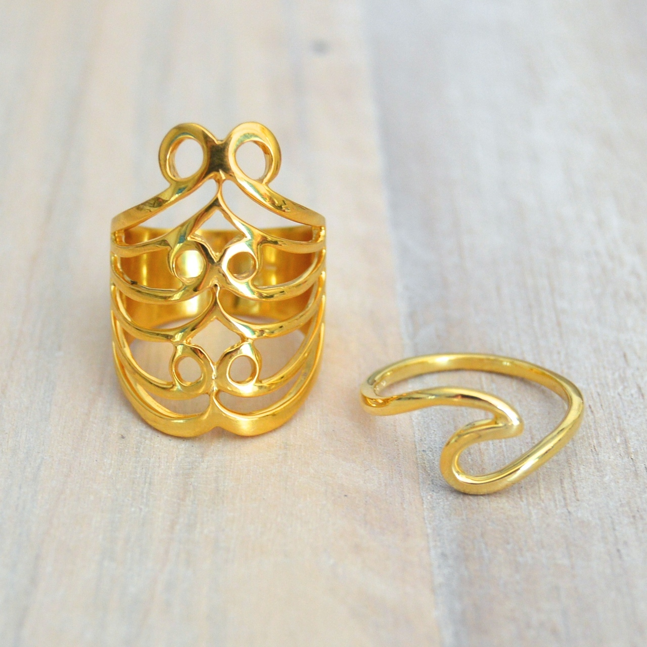 Smooth Wave Knuckle Ring in Gold