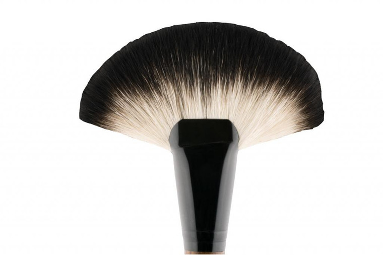 VAU BEAUTY FAN BRUSH 01