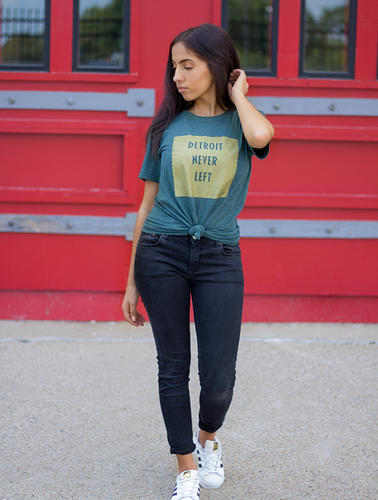 Detroit Never Left™ Tee – Heather Green/Metallic Gold