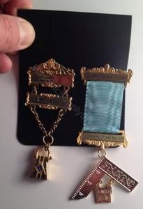 Masonic jewel mount