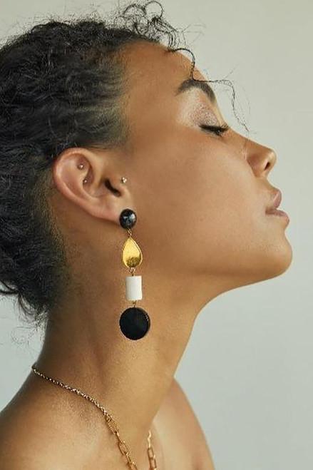 SOKO Luo Mix Material Dangle Earring Model View