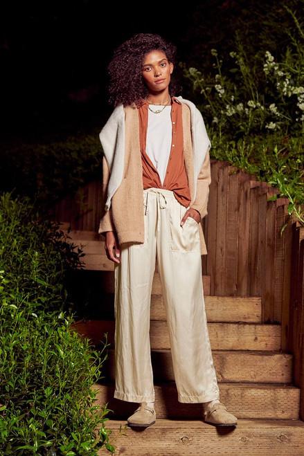Xirena Luca Pant Model image