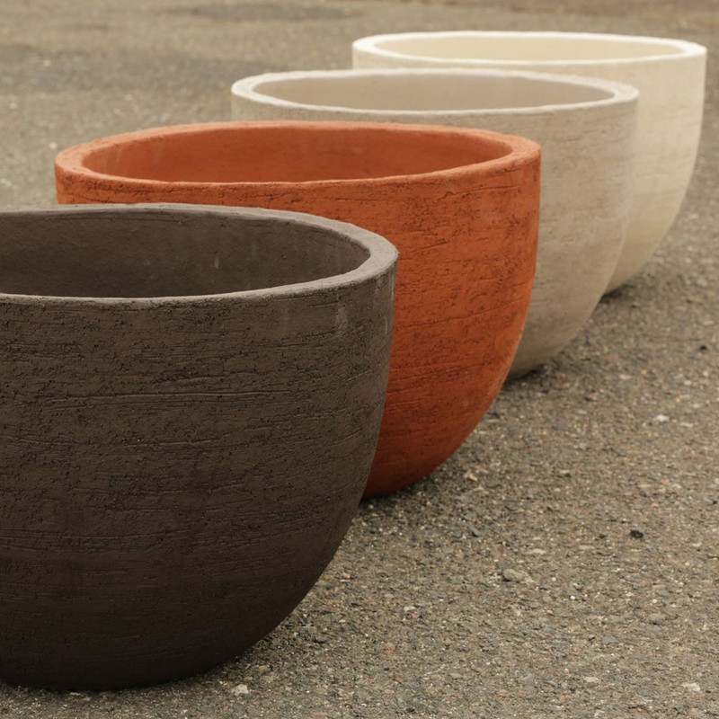TEXEL POT Simple and timeless are two words that describe the TEXEL collection. If you are looking for textured terra cotta in natural colors and different sizes to display your plants, this instant- classic is very suitable for indoor and outdoor use. Its timeless design will  t in anywhere, from the most relaxed to the most luxurious of settings.