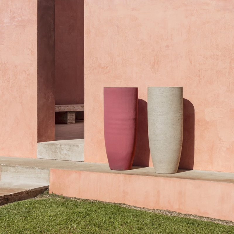 TEXEL VASE Simple and timeless are two words that describe the TEXEL collection. If you are looking for textured terra cotta in natural colors and different sizes to display your plants, this instant- classic is very suitable for indoor and outdoor use. Its timeless design will  t in anywhere, from the most relaxed to the most luxurious of settings.