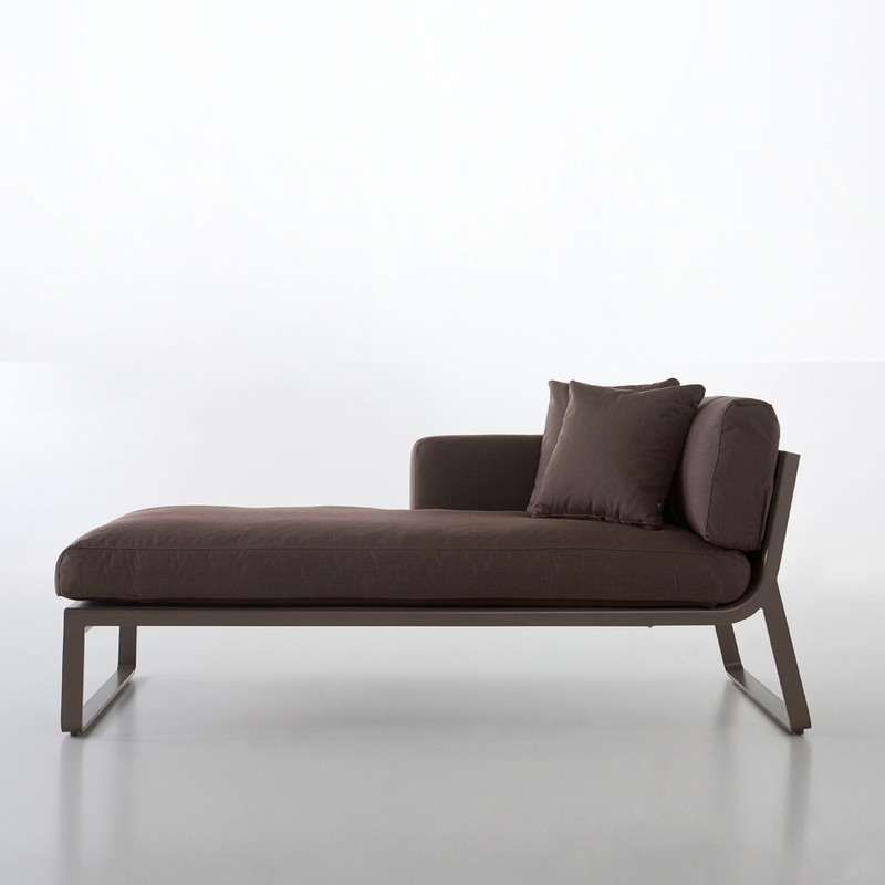 LAT SOFA MODULAR 2 Made of thermo-lacquered aluminium profiles and 100% recyclable polyethylene. Polyurethane foam rubber covered with water-repellent fabric. Removable fabric cover.