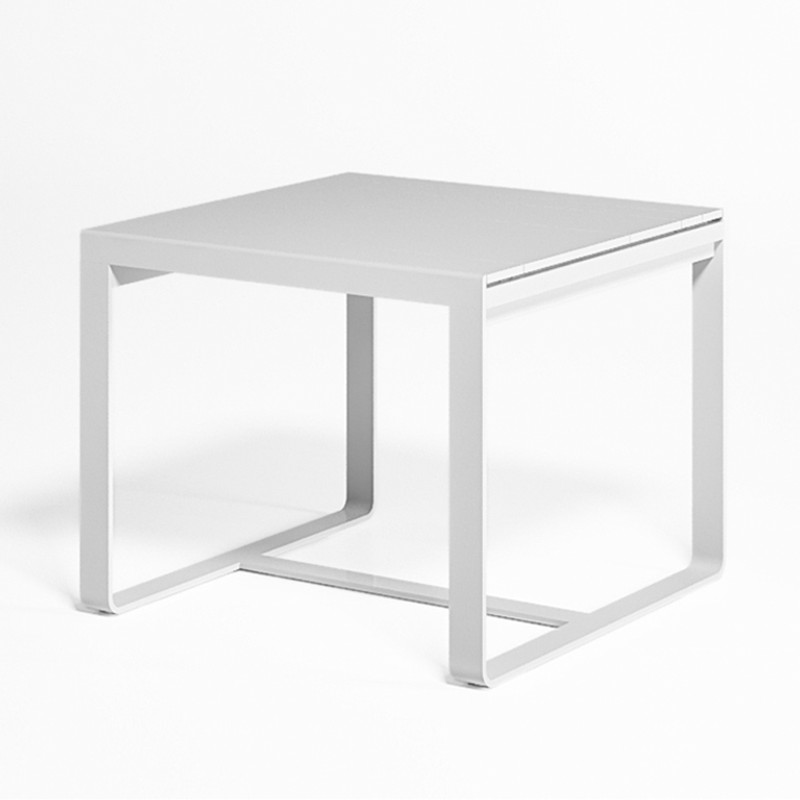 Gandiablasco Table Flat. Made of thermo-lacquered aluminium profiles and 100% recyclable polyethylene.  NOTE: No special sizes available in this collection.
