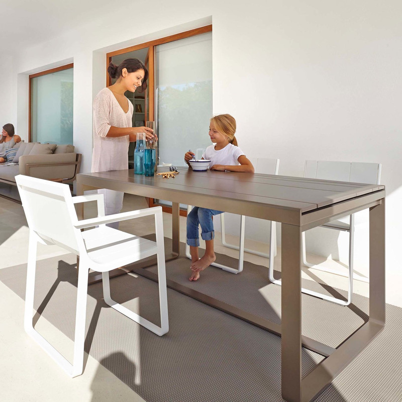 Gandiablasco  Flat table