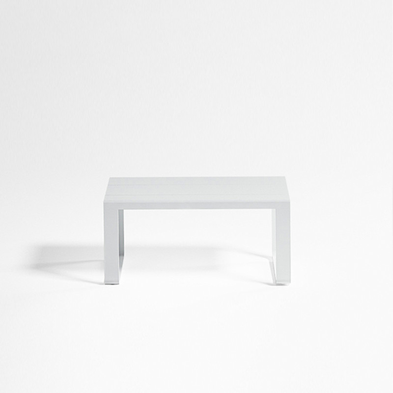 Gandiablasco Bench Flat. Made of thermo-lacquered aluminium profiles and 100% recyclable polyethylene.  NOTE: No special sizes available in this collection.
